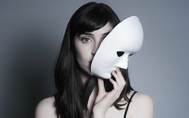 Жизнь в маске. Как перестать стыдиться саму себя