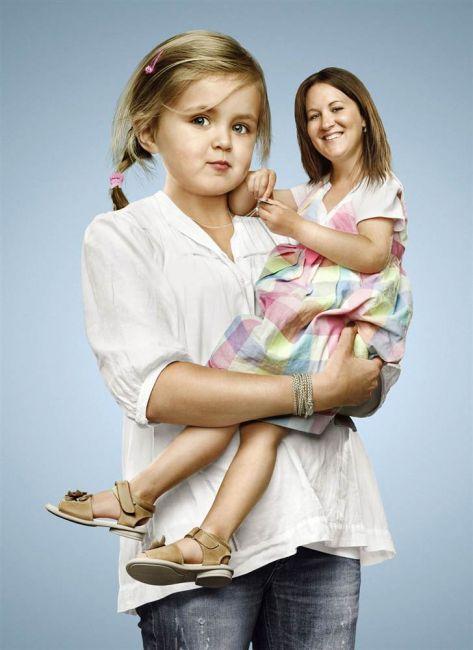 Вы не можете сделать вашу маму счастливой, это не ваша обязанность.