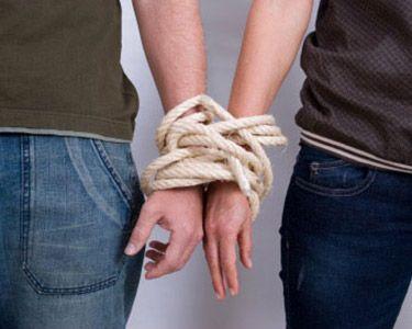 Почему мы цепляемся за партнёра даже если нам больно?