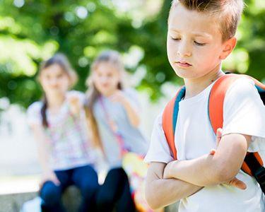 Застенчивый ребенок: как помочь ребенку преодолеть стеснение?